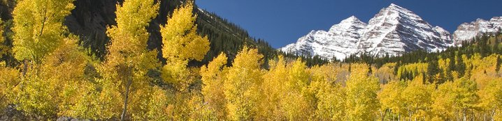 Fall Maroon Bells scenic view of mountains and trees