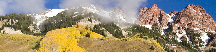 Landscape picture of the scenic Maroon Bells mountains.